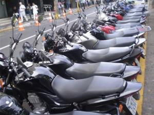 Como estacionar moto